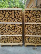 薪材、木质颗粒及木废料  - Fordaq 在线 市場 - 劈切薪材 – 未劈切 未开裂的薪材/未开裂原木 桦木, 鹅耳枥, 橡木