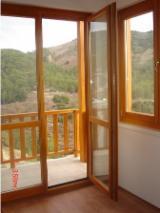 Négoce De Portes, Fenêtres Et Escaliers En Bois - Fordaq - Vend Fenêtres Pin  - Bois Rouge