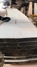 Madera Dura  Troncos Aserrados Y Reconstruidos - Tablones Adosados - Rollizos Aserrados En Venta - Venta Boules Fresno Marrón 25+ mm Polonia