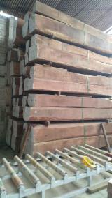 Kaufen Oder Verkaufen  4-seitig Sägegestreiftes Rundholz Hartholz  - 4-seitig Sägegestreiftes Rundholz, Balsam