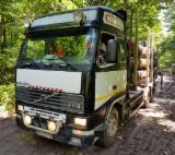 Oprema Za Šumu I Žetvu Kamion Za Prevoz Dužih Stabala - Kamion Za Prevoz Dužih Stabala Volvo Polovna 1999 Rumunija