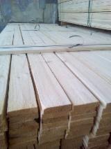 Nadelschnittholz, Besäumtes Holz Gesuche - 3.00-6.00 m Künstlich Getrocknet (KD) Sibirische Lärche, Kiefer - Föhre, Fichte Bretter, Dielen Lettland zu Kaufen
