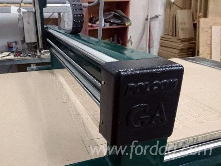 Frezarka CNC ze stołem podciśnieniowym