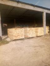 Pallets En Verpakkings Hout Azië - Cypres, Lork , Den  - Grenenhout, 30 - 30 vrachtwagenlading per maand