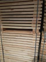 栈板、包装及包装用材 - 苏格兰松, 33 - 5000 立方公尺 每个月