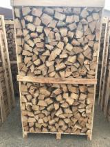 Energie- Und Feuerholz Zu Verkaufen - Eiche Brennholz Gespalten