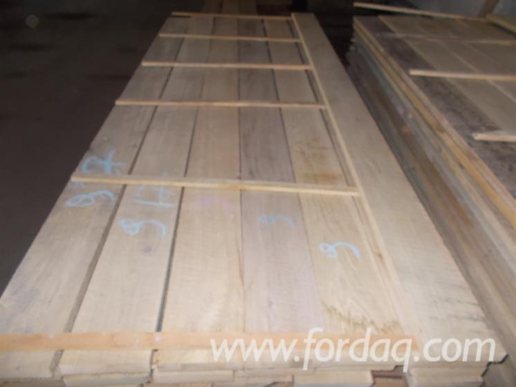 Fresh-Cut-Edged-Oak-Timber