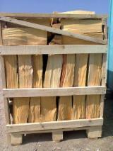 OAK FIREWOOD 10-15 % MOISTURE ON PALLET BOXES