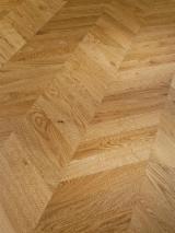 Finden Sie Holzlieferanten auf Fordaq - TIMBERLAND GmbH Parkettmanufaktur u. Handelsgesellschaft mbH - Eiche Parkett CHEVRON 45/60° Natur 16/4 x 120 x 480/530/680/730mm