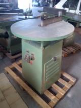 Gebraucht BARONI Schleifmaschinen Mit Schleifband Zu Verkaufen Italien