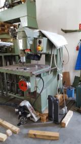 Frezarka Pionowa Z Ręcznym Posuwem SCM R9 Używane Włochy