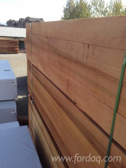 Besäumtes Holz