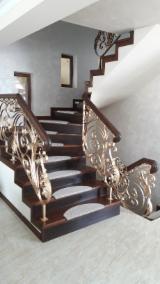 Négoce De Portes, Fenêtres Et Escaliers En Bois - Vend Escaliers Hêtre, Chêne
