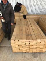 Finden Sie Holzlieferanten auf Fordaq - ALLEGRETTO S.A. - Eichenelemente Länge 930-2430 KD 10-12%, 3/4 Seiten astfrei , eine mir Splint
