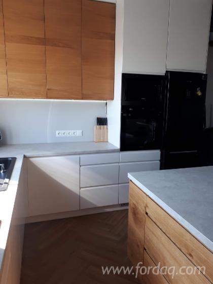 Size Customizable Kitchen, Oak Front