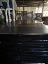 Finden Sie Holzlieferanten auf Fordaq - Xuzhou Hongmei Wood Development Co., Ltd - Filmbeschichtetes Sperrholz (brauner Film)
