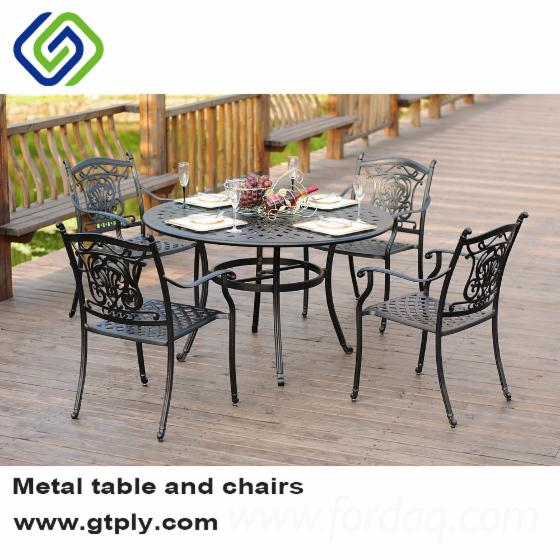 Outdoor-Patio-Dining