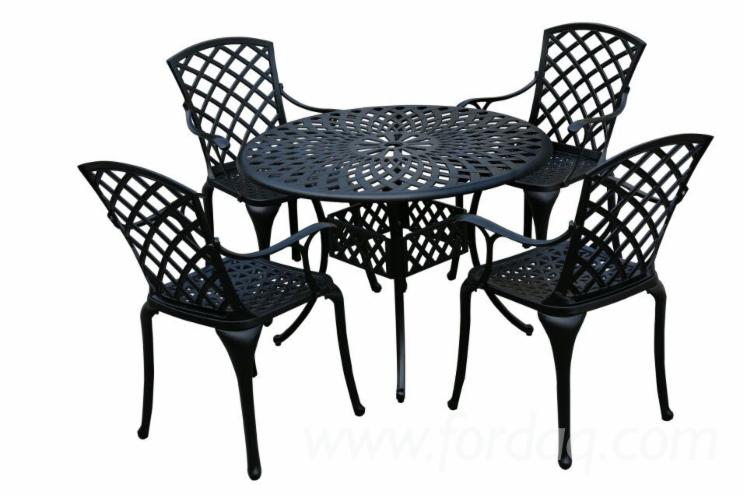 Cast-Aluminum-Outdoor-Garden-Table
