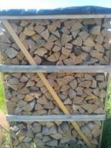 Find best timber supplies on Fordaq - CHTUP BenniTransAuto - Hornbeam Cleaved Firewood, 25-33 cm Long