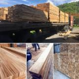 Square planks in mature teak without knots