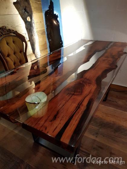Holz und harz tische