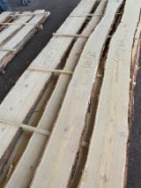 Robinia/Acacia Lumber, unedged, fresh cut, debarked, Quality ABC