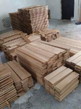 Find best timber supplies on Fordaq - ALLEGRETTO S.A. - Fresh Cut Oak Planks, 20 mm