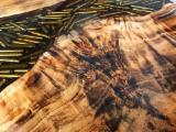 Mese din lemn si rasina epoxidica