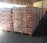 Finden Sie Holzlieferanten auf Fordaq - U-SVIT - Esche , Hain- Und Weissbuche, Eiche Brennholz Gespalten