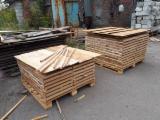 Finden Sie Holzlieferanten auf Fordaq - ALLEGRETTO S.A. - Eichen Friesen, AA/AB, 28x54/63x270-470