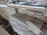 Finden Sie Holzlieferanten auf Fordaq - ALLEGRETTO S.A. - Eichen Friesen 30x78x320-520 Natur und Robust