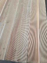 Hurt  Drewno Lite Pokrycie Antypoślizgowe 1 Strona - Modrzew Syberyjski, Pokrycie Antypoślizgowe (1 Strona)