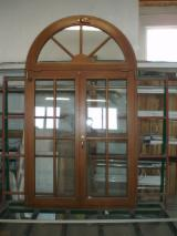 Europejskie Drewno Iglaste, Okna, Drewno Lite Z Innymi Materiałami Wykończeniowymi, Sosna Zwyczajna - Redwood, Farba