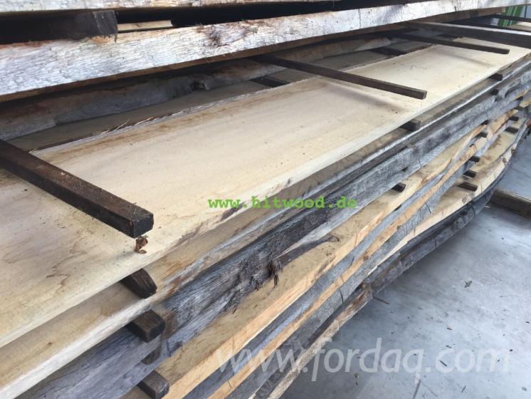 Unbesäumtes Holz