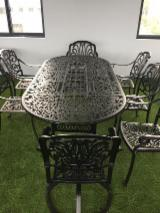 Cast Aluminum Oval Traditional Dining Table with Umbrella Hole