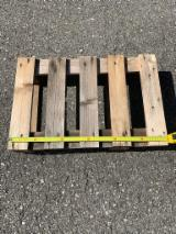 Selling Spruce Pallets To Be Recycled