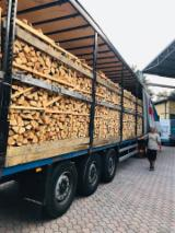 KD Cleaved Oak Firewood with Low Moisture (15-20%)