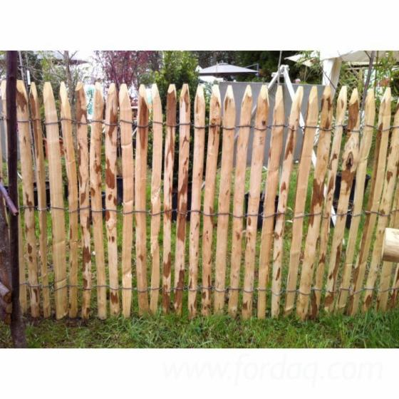 Acacia-Fences-Made-of-Wooden-Poles