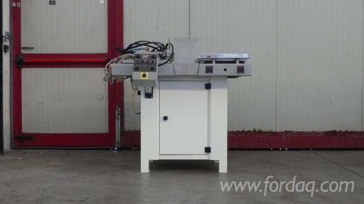Leimangabemaschine-f%C3%BCr-schlitze-und