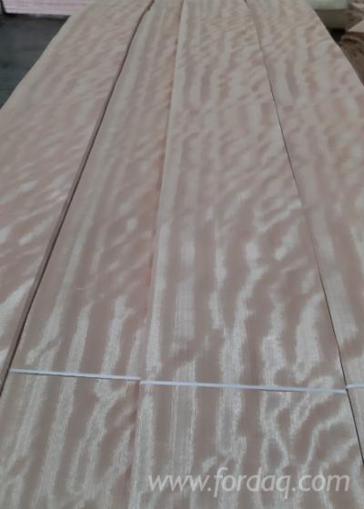 Vindem-Furnir-Natural-Okoum%C3%A9-Patru-Fete-Netede-in-Libreville