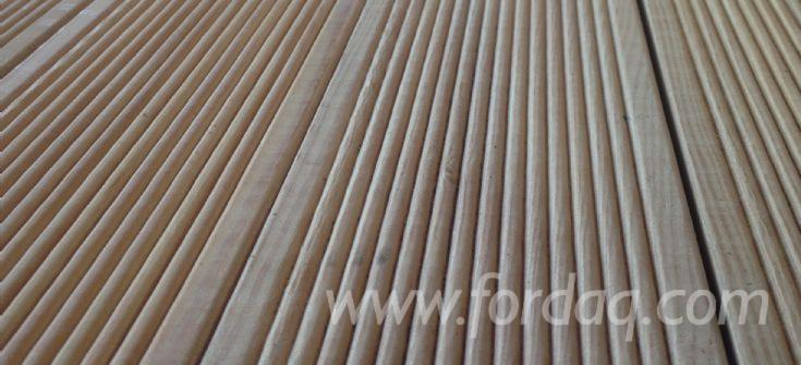 Larch-Anti-Slip-Decking