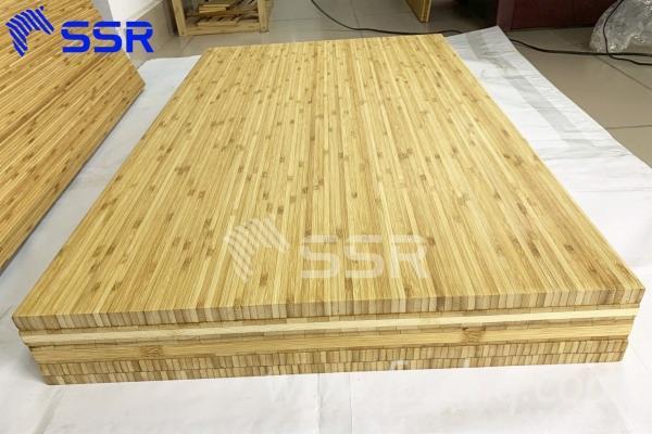 Asiatisches-Laubholz--Massivholz