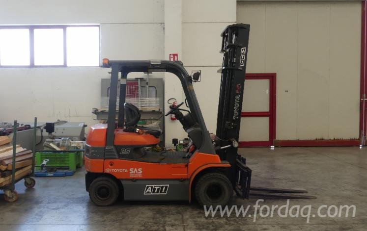 Used-Toyota-7FB-25-Forklift