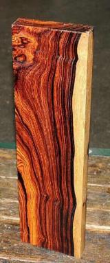 null - Cocobolo Peeling Logs, Diameter 40+ cm