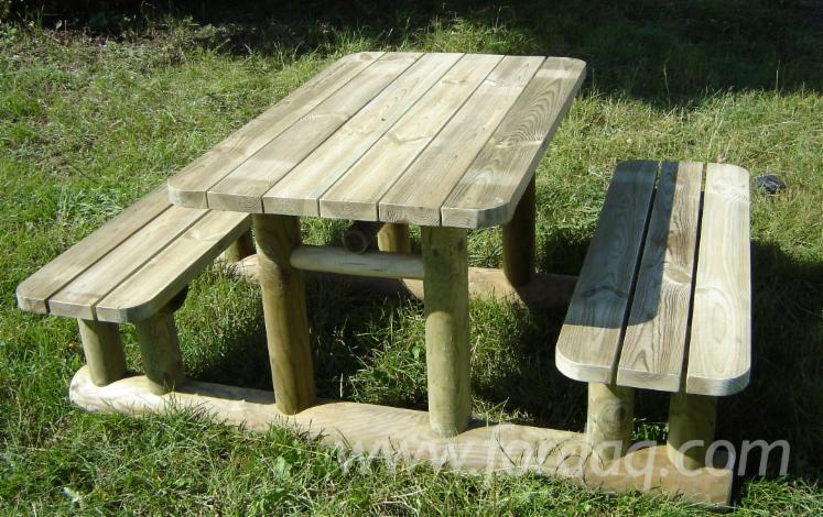 Table-with-fixed
