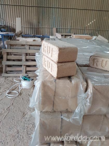 Vend-Briquettes-Bois-Ch%C3%AAne