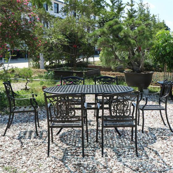 Hotel-Luxury-Dining-Garden
