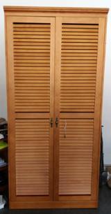 null - Armarios fabricados en pino, puertas tipo mallorquina