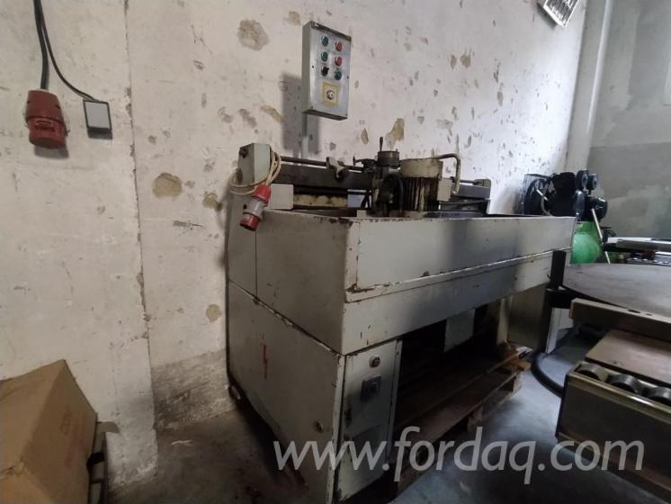 Vend-Machines-%C3%80-Aff%C3%BBter-Les-Lames-Silesia-Opava-A111-Occasion