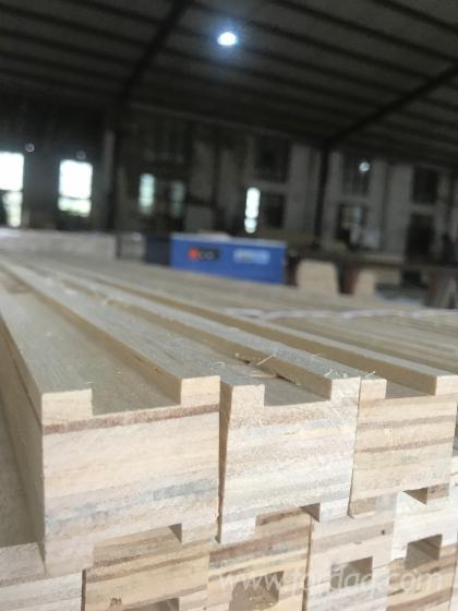 slotted-Laminated-Veneer-Lumber-Door